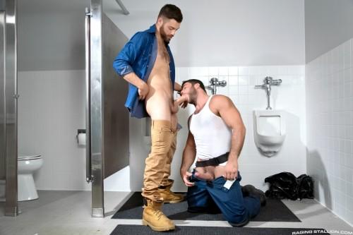 bathroom-gay-sex-mensroom-hookup-grindr
