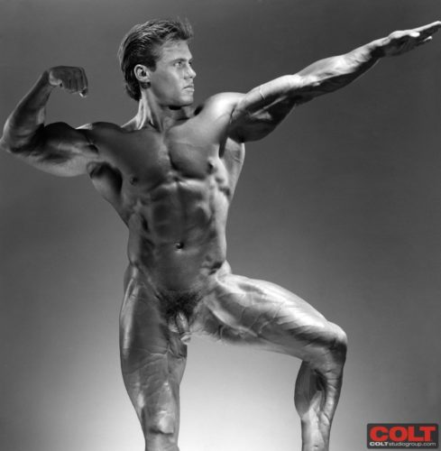 bodybuilder-naked-pose-down
