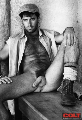 hairy-muscle-naked-hung